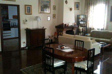 Уютный дом   3 минуты от моря. - Marina di Montemarciano - House