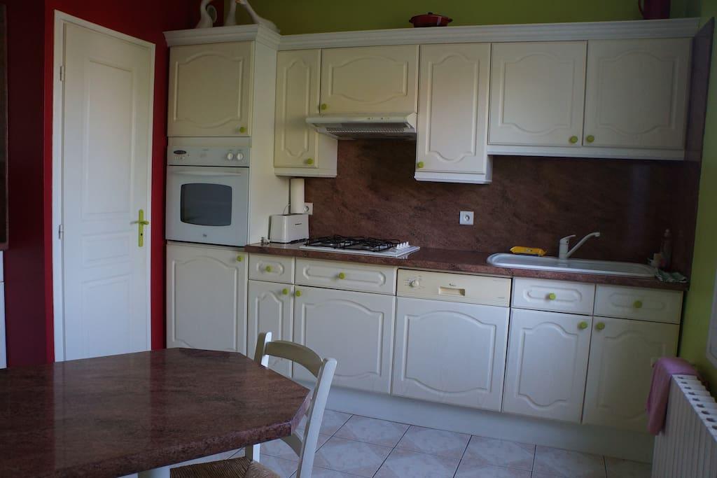jolie maison toute proche de troyes 5 pers max maisons louer saint andr les vergers. Black Bedroom Furniture Sets. Home Design Ideas