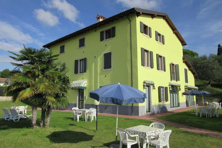 Manor house in Bardolino, Lake Garda. Swimming pool, large garden and Wi-Fi.