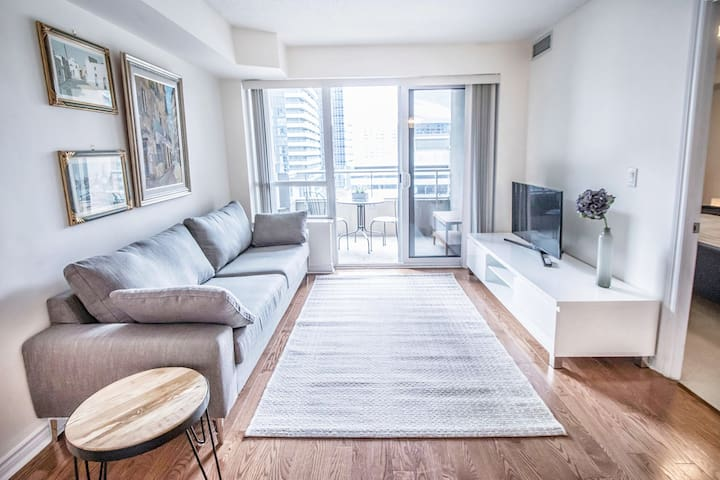 King suite in the heart of downtown Toronto