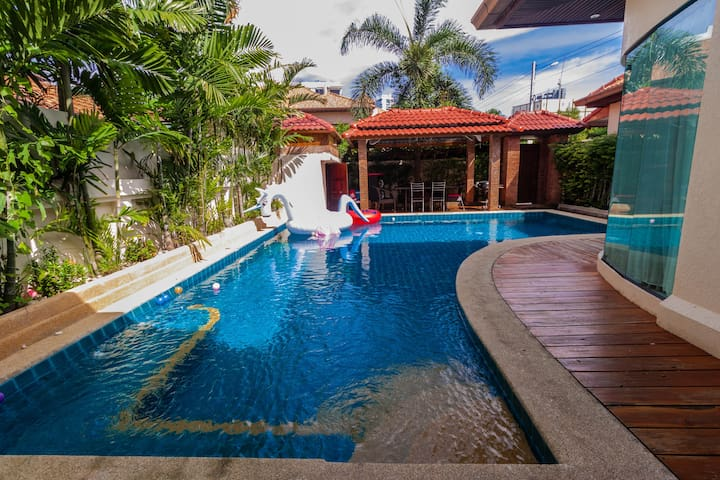 Cosy 3 Bedroom Pool Villa close to Walking St