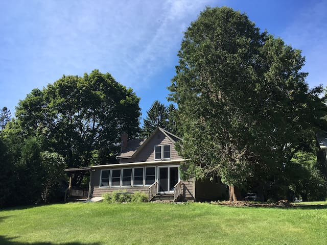 Cozy Westport home w/ lake view - Westport - Dom