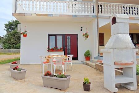 Modern apartment for 2-4 persons (118) - Skrpčići