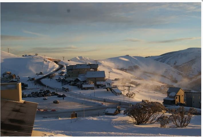 'Mink', Summertime or Snowtime Alpine Retreat - Hotham Heights