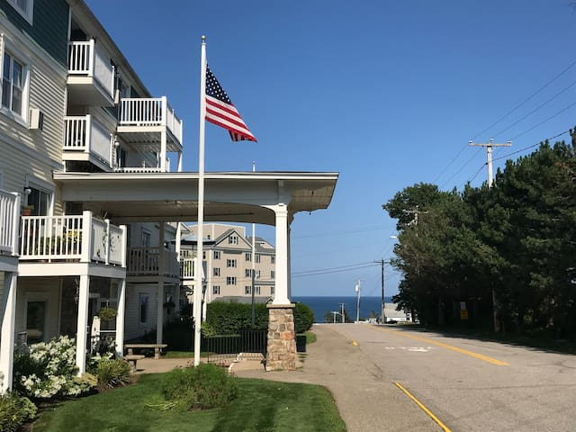 "Ogunquit's ""Shore Thing"" - Ocean View Condo!"