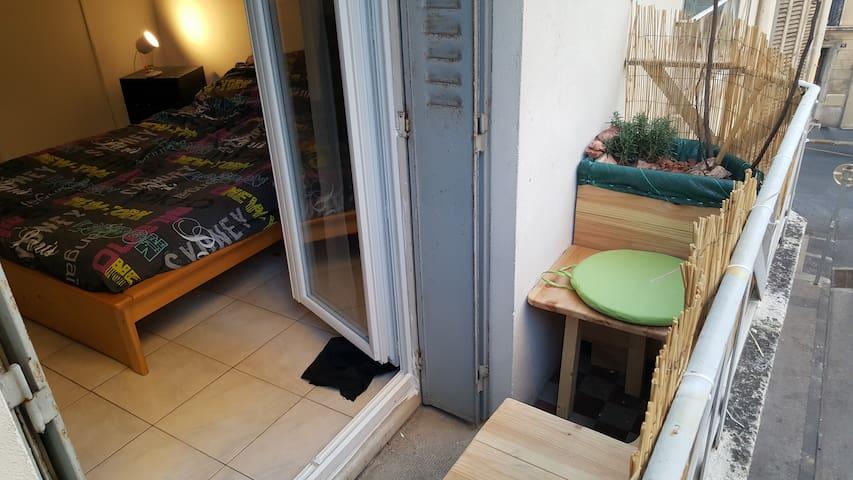 Chambre avec balcon Marseille 13001