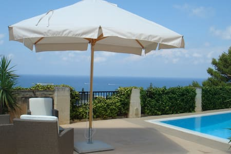 Bungalow with Pool and Open Sea Views - Madliena
