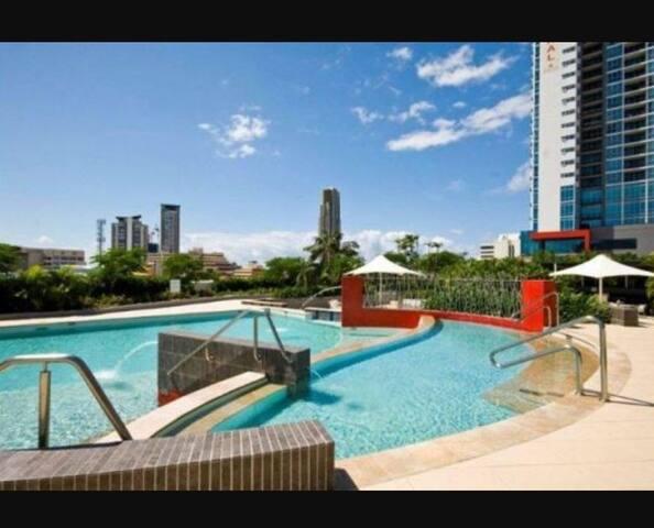 CBD/1or 2ppl for Luxury resort style Apt
