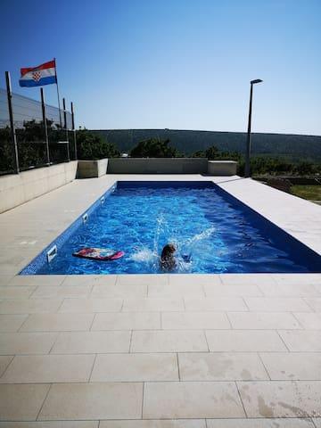 Apartment in Kolan for 4 with pool, near Novalja