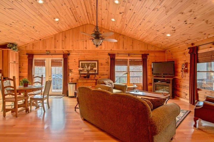 Deer Valley - Equestrian Cabin Living at it's best! 2.7 miles to TIEC