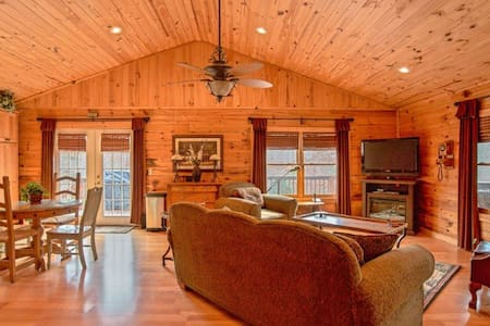 Deer Valley - Equestrian Cabin Living at it's best! 2.7 miles to TIEC - Tryon