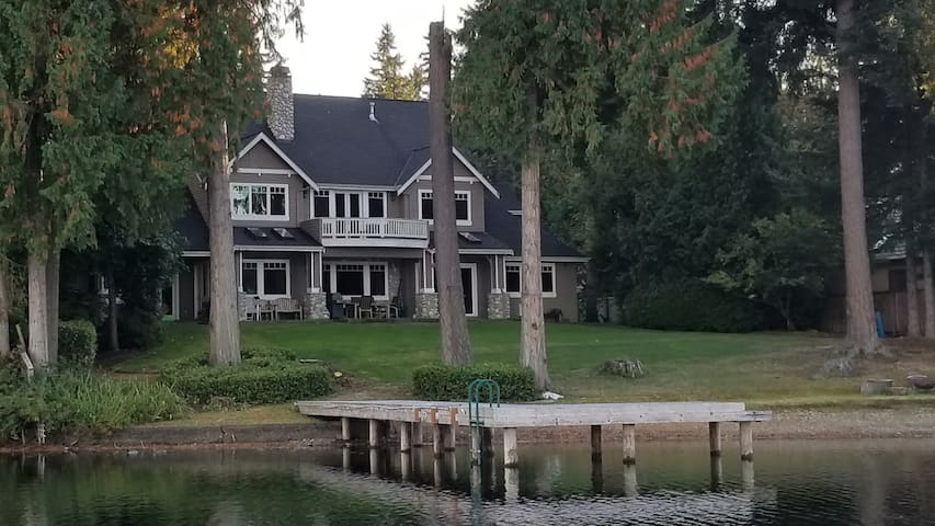 BEAUTIFUL, Sammamish Pine Lake Home on water, rm 1