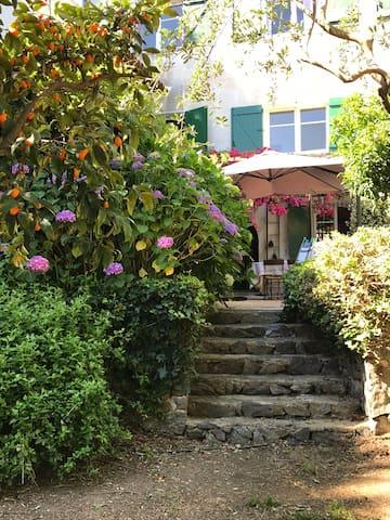 La cachette de Grimaud ..appartement avec jardin