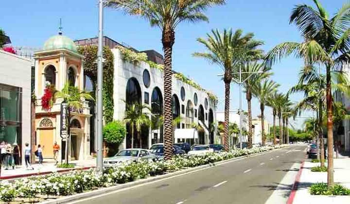 FINE BEVERLY HILLS BY RODEO DR. W/ GARAGE PARKING!