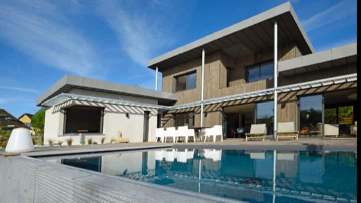 Superbe villa contemporaine avec piscine