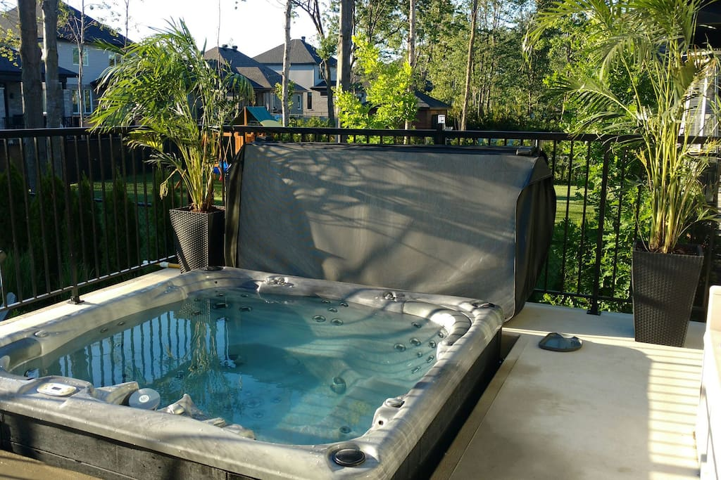 LUXURIUS NEW HOUSE POOL/HOT TUBE! - Houses for Rent in St-Hubert ...