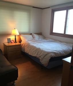 Private room clean and comfy with helpful hosts! - 서울특별시