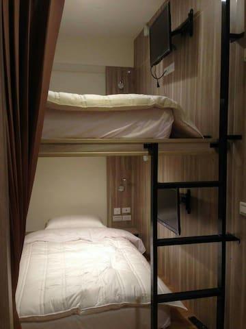 2.適合背包客與單車手居住的,合住式單人床,全新乾淨整潔,經濟又實惠。 - Linyuan District - Ház