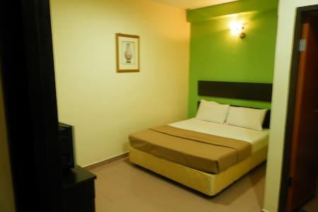 Standard Twin Room @ Ezzy In Hotel - Sitiawan - Andre