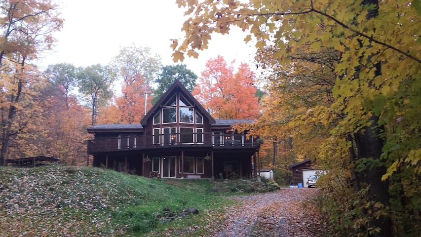Oak Ridge Retreat-Hundreds of acres to explore. - Coldwater - Haus