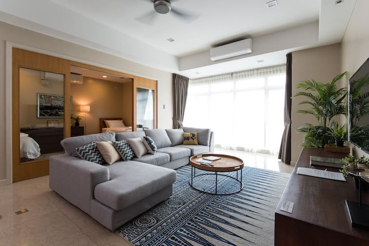 Comfortable & Spacious 4BR with Views of KLCC