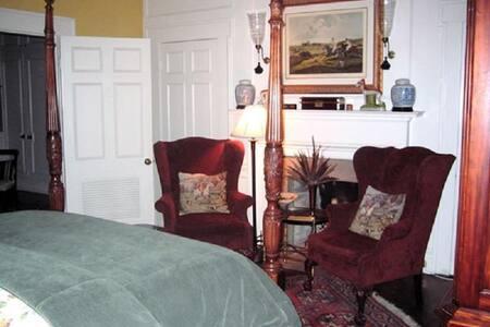 Belle Oaks Inn - Hunt Room