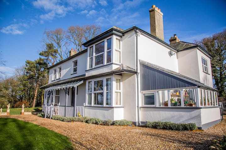 Stunning East Devon Family Home - sleeps up to 12. - Dalwood - House