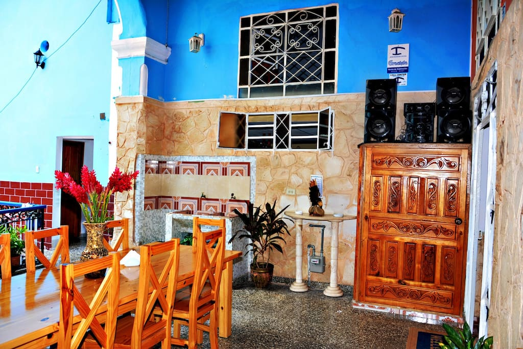 Beautiful Terrace, to have breakfast or share with other travelers, Wi-Fi access