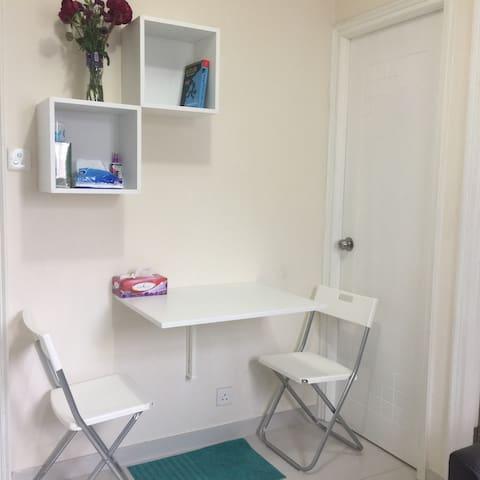 元朗市中心溫馨小房間!!!小白屋,為各方朋友帶來溫馨整潔的空間。