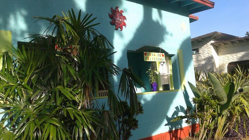 Casa De Felicidad  (House of Happiness)