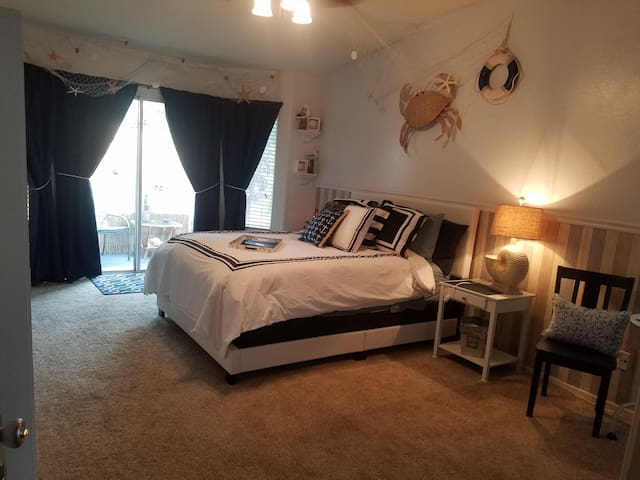 Private entrance, master bed & bath in Surprise