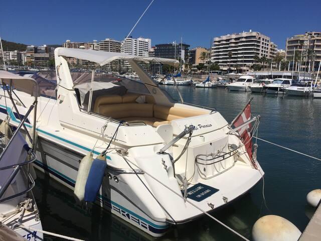 Nice boat uniq placed I'm Palma