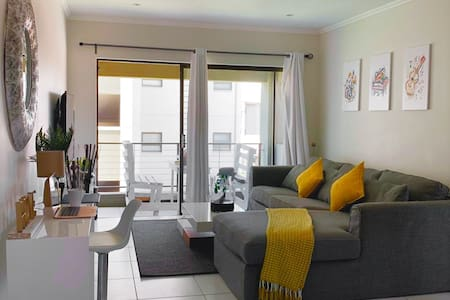 Trendy 1 bed apartment, Lonehill (New complex)