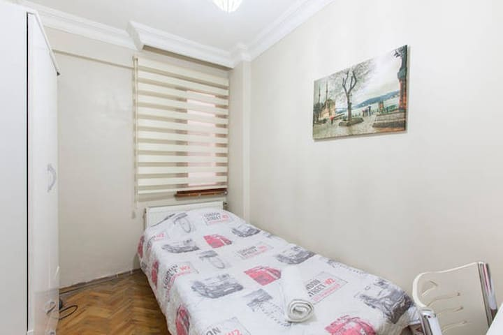 Economical room close to Taksim :)