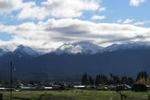 Te Anau nestled under the majestic Murchison Mountains. Town centre a short walk (10mins) or shorter drive (2mins) away.