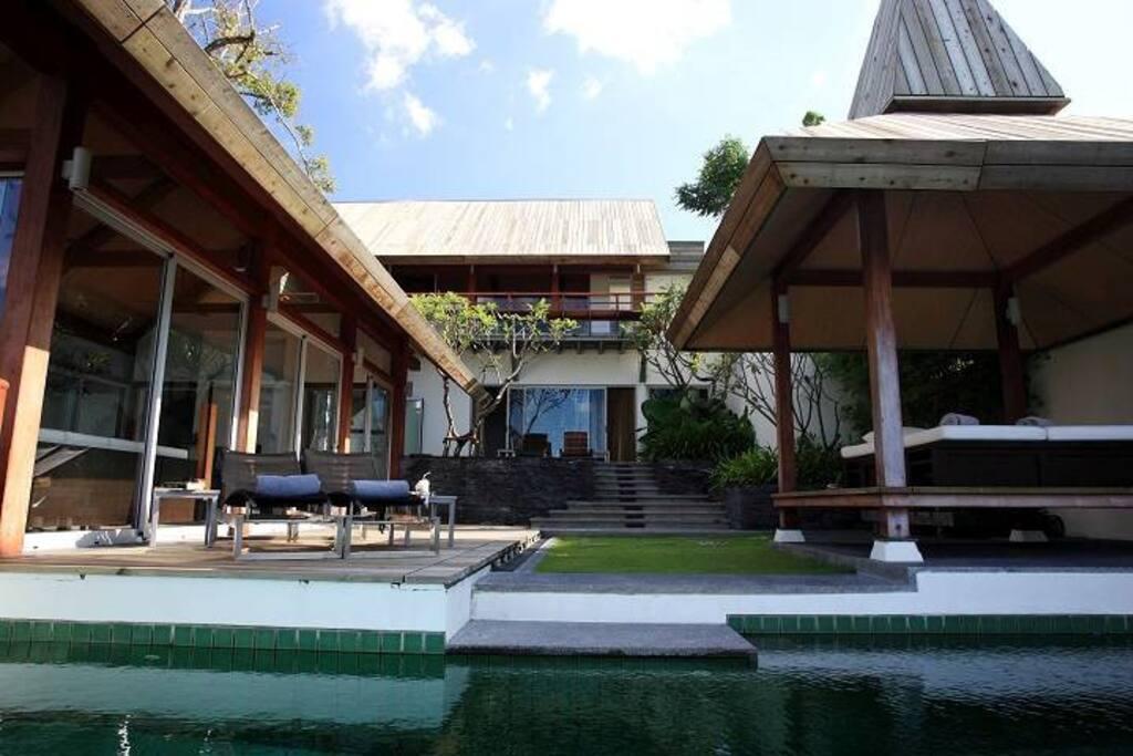 Hi-society villa with private swimming pool