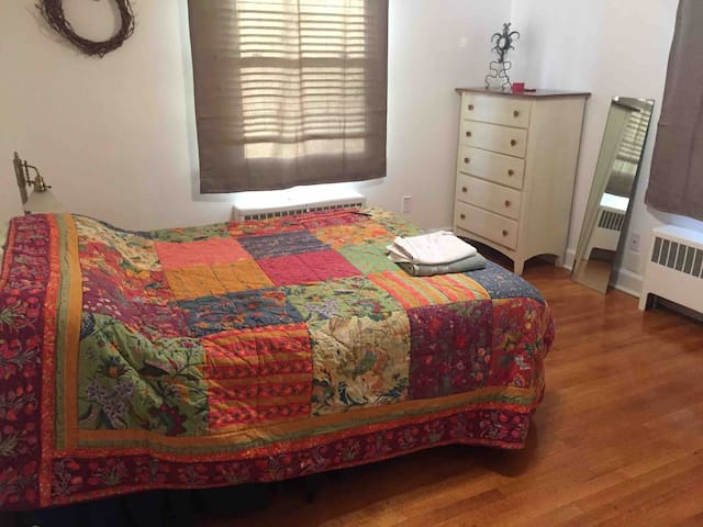 Grandin village, room available
