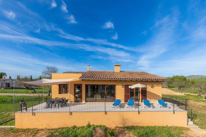 With large garden in a tranquil location - Villa Es Clonanell