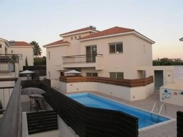 2b Ground floor with garden & pool- Pyrgos village