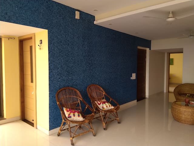 Neem Tree- A cozy stay in a 3BHK Gwalior home