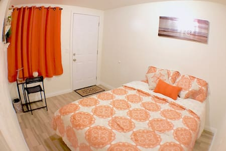Cozy Private Bedroom #2, 4miles to Disney Share BA - Garden Grove