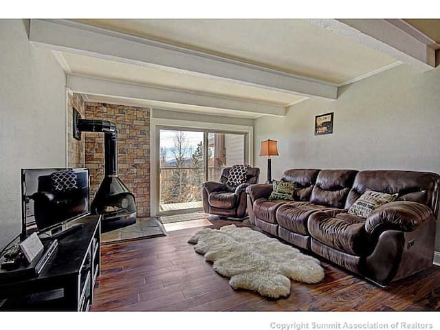 2 Bedroom Condo w/ a View - Silverthorne
