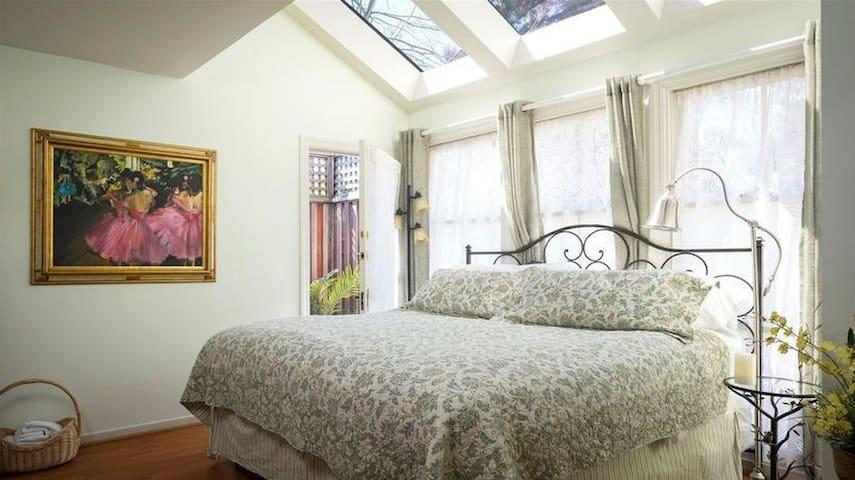 Starry Night, An Old World Inn-Cabernet House