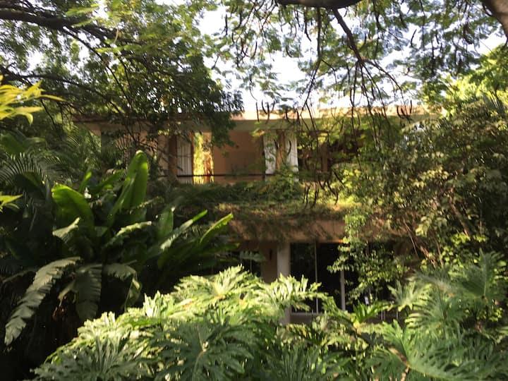 Luscious villa in Xochitepec, Mor.