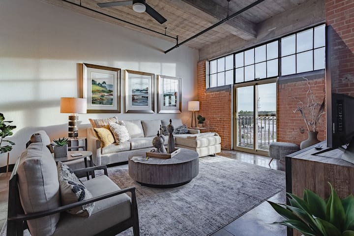 New! Urban Oasis In Downtown -steps to the Silos!