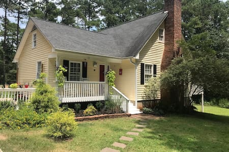 Kate's Country Corner Newnan, GA Entire home