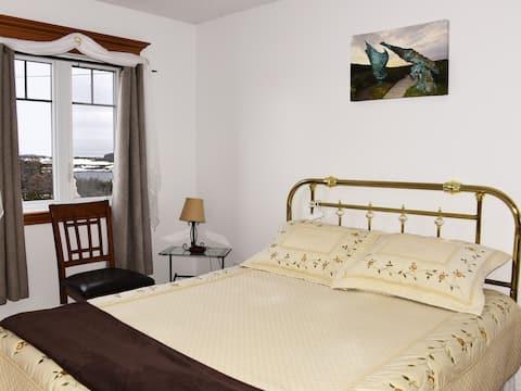 The Mathew, Queen Bed Room