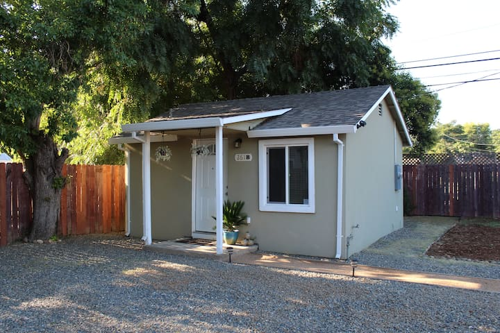 Cozy Casita with Gated Parking Close to Downtown
