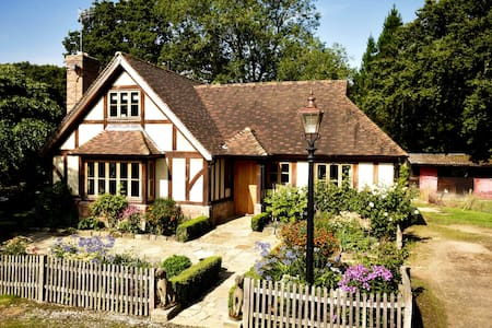 Restfold, The Country hideaway in Surrey - Ockley