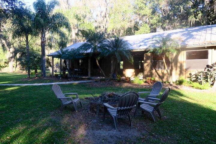 Beautiful, peaceful cabin style in Tampa/Valrico